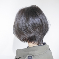 上品で透明感のある黒髪ショートボブ